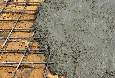 Jó befejezéssel a beton szép marad egy ideig, a megfelelő alapokkal egy életre gondoskodhatunk a tökéletes állapotáról. 1/13. A repedésmentes beton előkészítése Egy rendesen megépített kocsifeljáró évtizedekig betöltheti a funkcióját és bár jó befejezéssel a beton szép marad egy ideig, a...